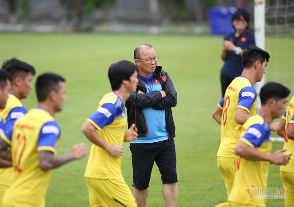 Đội hình tuyển Việt Nam đấu Thái Lan: Thầy Park vẫn tin Văn Hậu?
