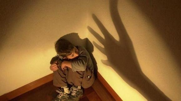 Phạt trẻ bằng cách nhốt vào phòng kín, hiệu quả ngay nhưng tác động xấu sẽ kéo lâu dài - 1