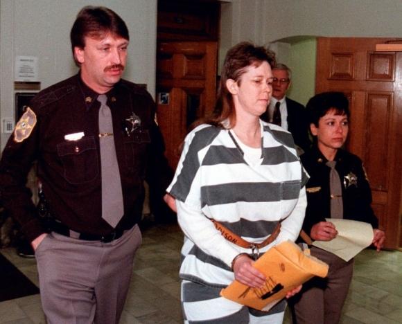 Tội ác không thể dung thứ của bà mẹ lần lượt giết 2 con gái mới sinh và chỉ để đứa con trai được sống vì tư tưởng trọng nam khinh nữ