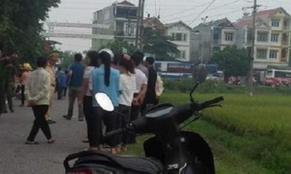Phát hiện thi thể người đàn ông cùng xe máy dưới mương nước