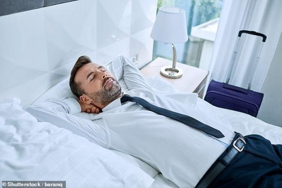 Giới khoa học khẳng định: Ngủ trưa ít nhất 2 lần/tuần giúp kéo dài tuổi thọ, giảm 48% nguy cơ đột quỵ - 1