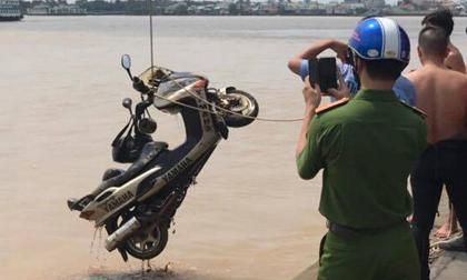 Tìm thấy xe máy của nhà báo tử vong dưới sông ở Sài Gòn