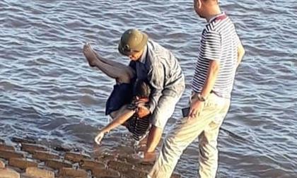 Rủ nhau đi tắm ở cửa biển, 2 học sinh lớp 6 đuối nước tử vong