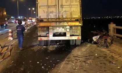 Lái xe container tông bay người xuống sông Hồng đã trình diện