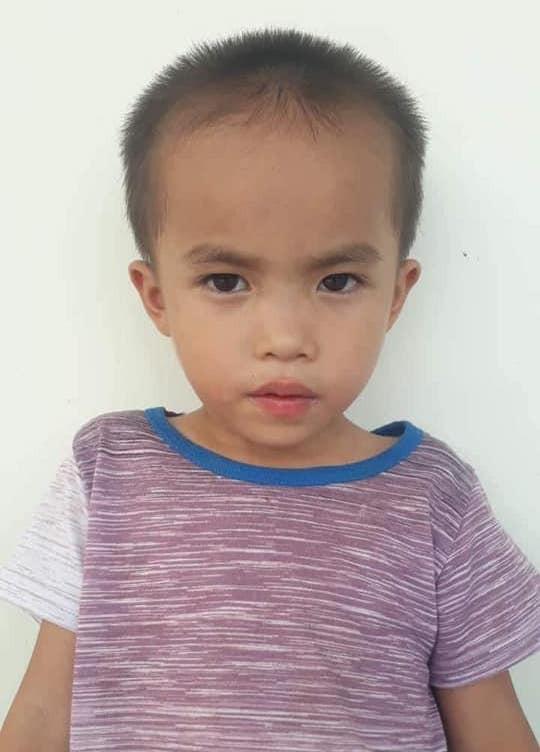 Hàng trăm người tìm kiếm cháu bé 6 tuổi mất tích sau sự xuất hiện của người phụ nữ lạ