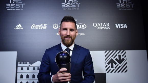 Vuot Ronaldo, Messi lap thanh tich chua tung co trong lich su hinh anh 1