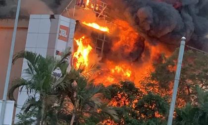 Khám nghiệm hiện trường vụ siêu thị điện máy bị cháy rụi, thiệt hại hơn 10 tỉ đồng