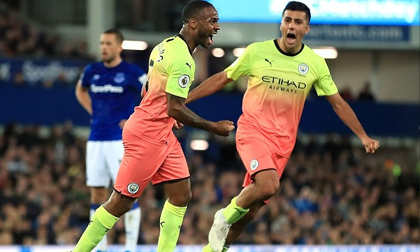 Đánh bại Everton, Man City tiếp tục đua song mã với Liverpool