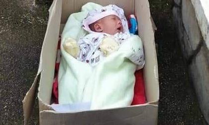 Bé trai khoảng 2 tháng tuổi bị bỏ rơi cùng bức tâm thư