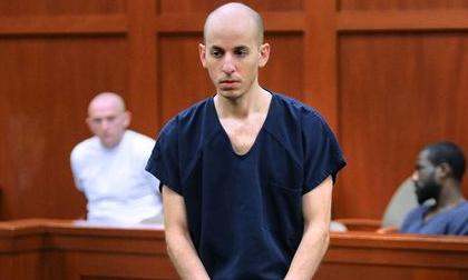 Nghịch tử giết bố mẹ, anh trai vì cuồng yêu người mẫu livestream nóng bỏng