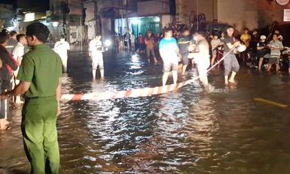 Nước ngập đường, 1 phụ nữ rơi xuống hồ Bún Xáng mất tích