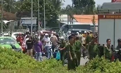 Người nhà báo 3 người mất tích, hôm sau thấy xe 4 chỗ chìm dưới kênh