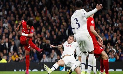 Lewandowski lập cú đúp, Bayern Munich thắng hủy diệt Tottenham 7-2