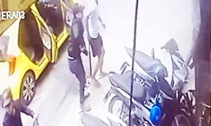 Nhóm côn đồ xông váo quán ăn chém loạn xạ khiến 5 người bị thương