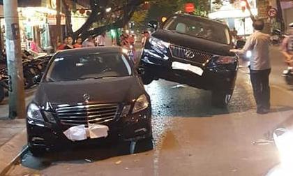 Xe Lexus 'gác' lên thân Mercedes - hình ảnh vụ tai nạn gây xôn xao trên phố Hà Nội