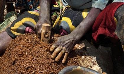 Sập mỏ vàng trái phép, 14 người chết thảm