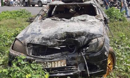 Ai cầm lái ôtô Mercedes khi rơi xuống rạch ở Tiền Giang?