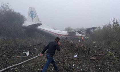 Máy bay An-12 hết xăng buộc phải đáp khẩn cấp làm 5 người chết