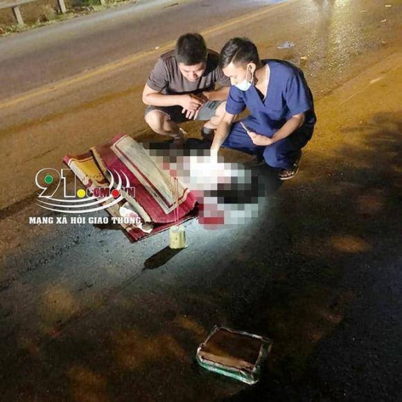 Nam Định: Hai bà cháu tử vong thương tâm khi va chạm với xe khách - Ảnh 1.