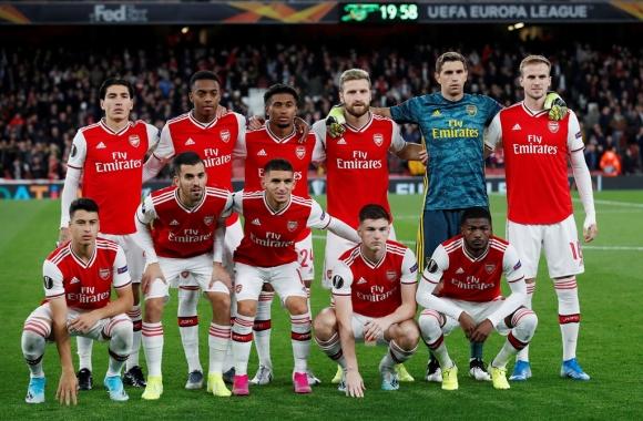 Tien dao 18 tuoi lap cu dup trong 2 phut giup Arsenal thang 4-0 hinh anh 1