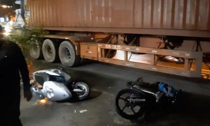 TP.HCM: Được cậu đón đi học về, 2 cháu bé bị xe container cán thương vong