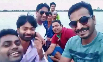4 người cùng nhà chết đuối vì cố chụp ảnh selfie dưới sông