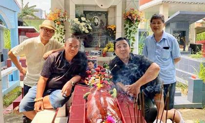 Quyền Linh nói một câu ngậm ngùi trước mộ Lê Công Tuấn Anh và 3 tình bạn đẹp nhất showbiz