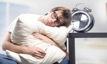 6 thói quen ăn uống sai lầm vừa hại sức khỏe, vừa mất ngủ triền miên