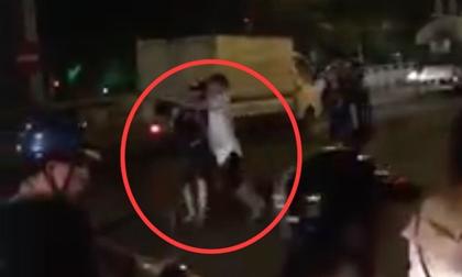Xuống đường ăn mừng ĐT Việt Nam, một nam thanh niên bị đánh gãy cổ
