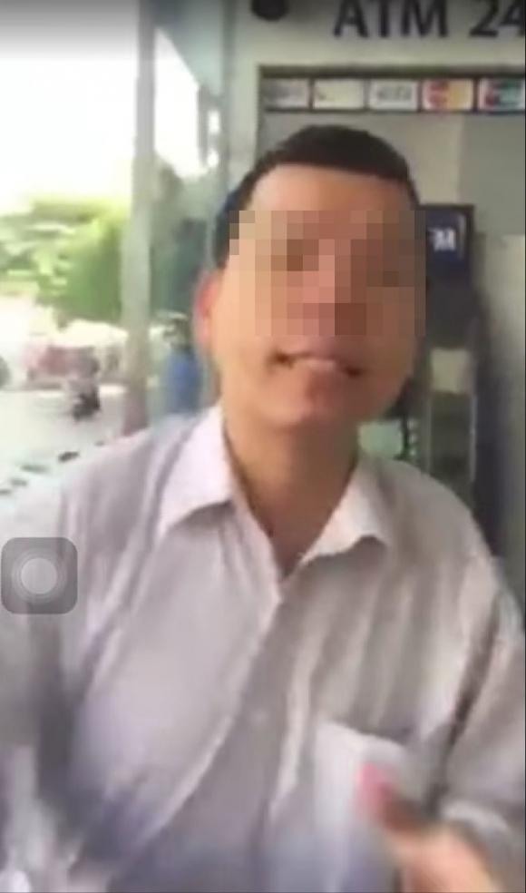 Vụ đánh phụ nữ vì bị nhắc xếp hàng khi rút tiền ATM: Tát 2 cái, mất 6,5 triệu - 1