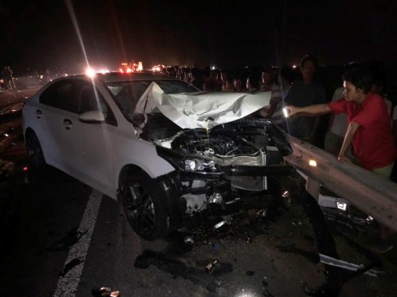 Hai vợ chồng và con trai chết thảm sau va chạm với xe ô tô - 1