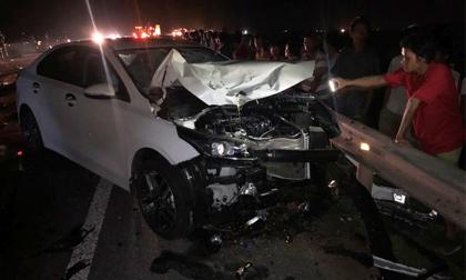 Hai vợ chồng và con trai chết thảm sau va chạm với xe ô tô
