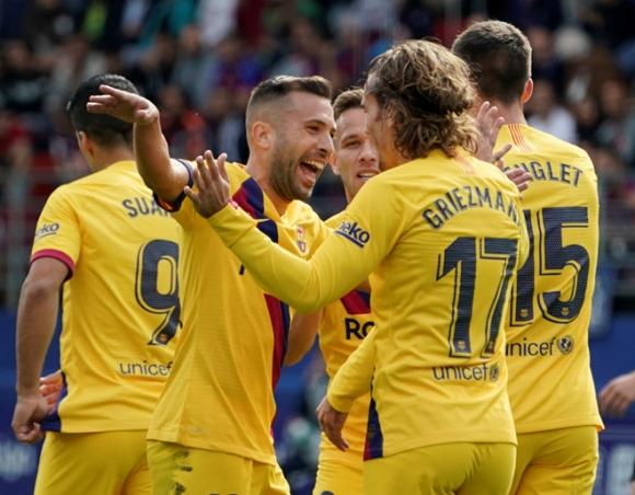 Messi, Suarez, Griezmann cùng nổ súng, Barca vươn lên ngôi đầu La Liga