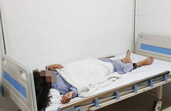 Sau mũi tiêm filler nâng mũi giá 2 triệu đồng 'trả góp', bé gái 13 tuổi hỏng một mắt - 1