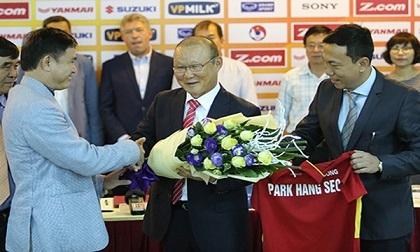 VFF chốt lương cao, thầy Park gánh chỉ tiêu ngất ngưởng