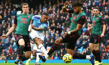 Đánh bại Aston Villa, Man City thu ngắn khoảng cách với Liverpool