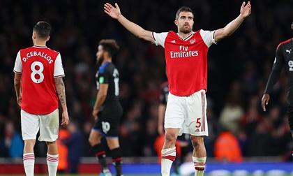 Dẫn trước 2 bàn, Arsenal vẫn bị cầm chân khó tin tại Emirates