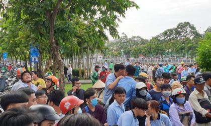 Hàng chục người dừng xe livestream thi thể người phụ nữ dưới kênh Nhiêu Lộc-Thị Nghè khiến giao thông hỗn loạn