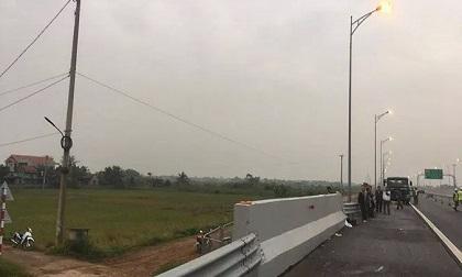 Đi bộ trên đường cao tốc, người đàn ông bị ô tô tông chết tại chỗ