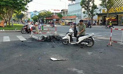 Bình Tân: 2 nhóm xem cãi nhau rồi hỗn chiến, đốt xe
