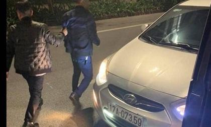 Va chạm giao thông, tài xế xe khách bị đánh bất tỉnh