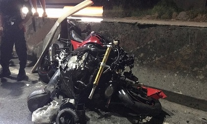 Lao vào đầu xe container, người đàn ông đi mô tô phân khối lớn tử vong tại chỗ