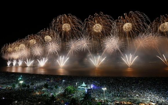 '. Đằng sau bài hát Happy New Year được bật lên trong khoảnh khắc giao thừa là câu chuyện đau buồn và đầy suy tư mà nhiều người không biết .'