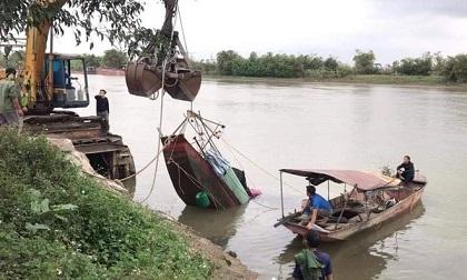 Tìm thấy thi thể người vợ trong vụ lật thuyền trên sông Trà Lý