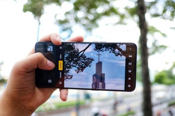 Loat smartphone cao cap gia duoi 10 trieu, dang chu y dip Tet hinh anh 4 image013_1.jpg