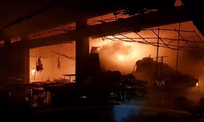 Cháy chợ Đề Thám, hàng chục ki ốt bị thiêu rụi