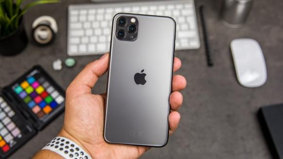 iPhone 11 Pro Max, Galaxy S10+ cung loat di dong giam gia manh gan Tet hinh anh 1 NextPit_iPhone11ProMax_Review_37.jpg