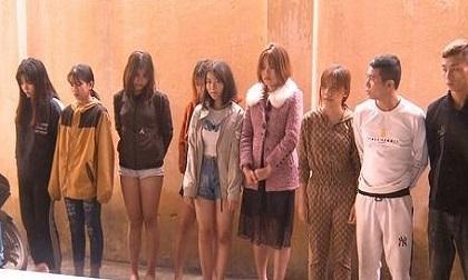19 nam nữ thuê quán karaoke để sử dụng ma túy đá