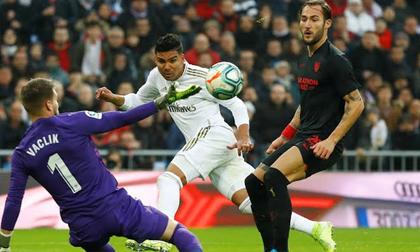 Real chiếm ngôi đầu La Liga sau khi thắng Sevilla