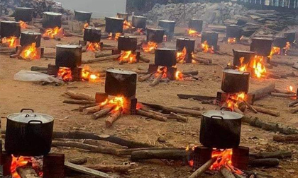 Hình ảnh những nồi bánh chưng rực lửa những ngày cận Tết khiến bao thế hệ bồi hồi
